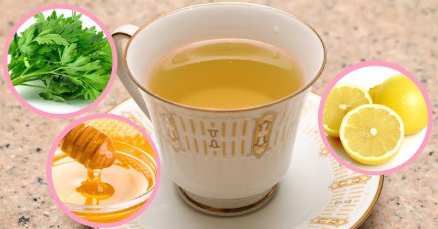 Смотрите, что происходит с вашим телом, когда вы пьете чай из петрушки с лимоном и медом