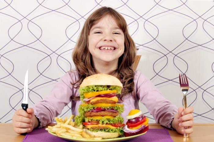 Чем грозит нездоровое питание в детстве?