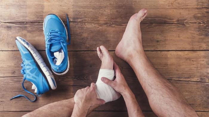 Что делать при растяжении связок стопы: первая помощь