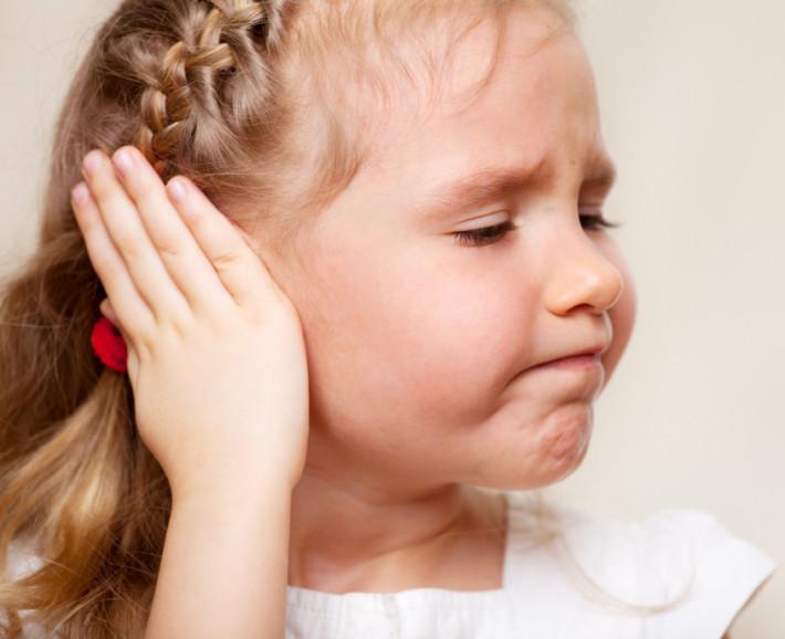 Болит ухо у ребёнка: что делать в домашних условиях