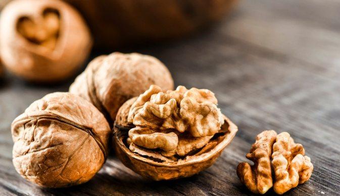 Поговорим о пользе грецких орехов для женщин, их здоровья и красоты