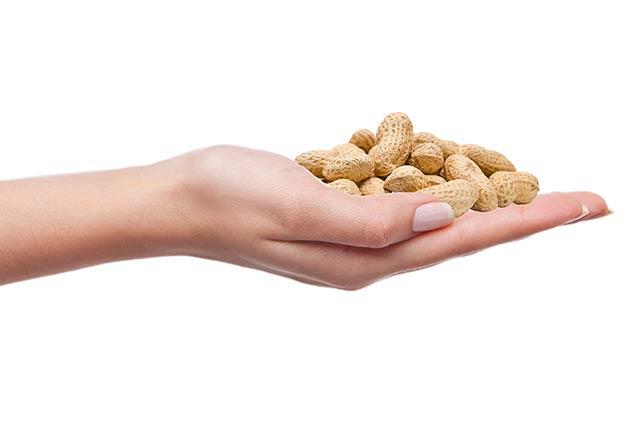 Обсудим, в чем заключается польза и вред арахиса для женщин