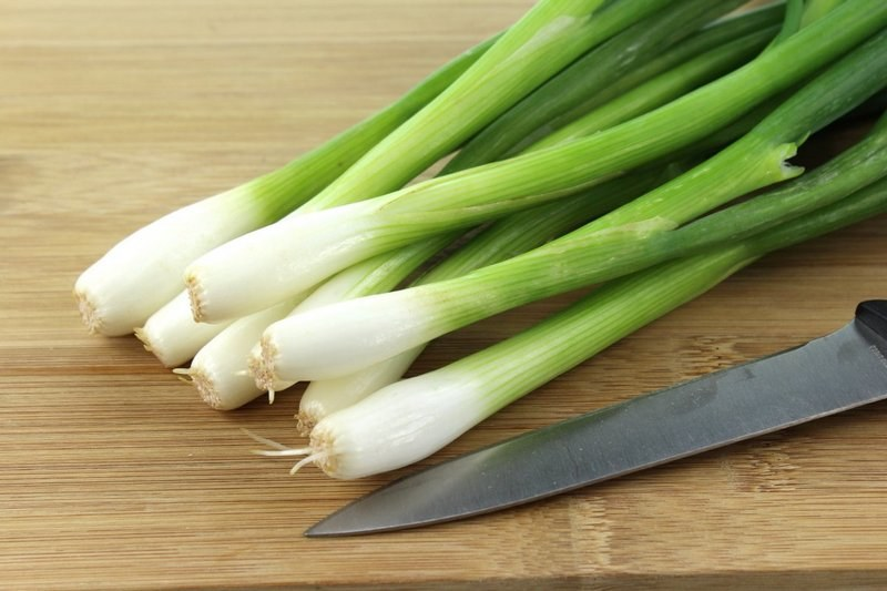 Польза и вред зеленого лука: как употребить, не навредив?